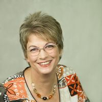 Frau Monika Wolf
